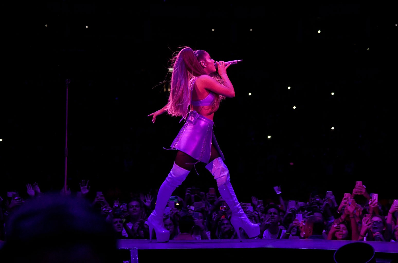 Last Show Of Ariana Grande S Sweetener Tour Recap Billboard Billboard