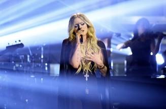 Avril Lavigne Teases 'Big Announcement' for Monday