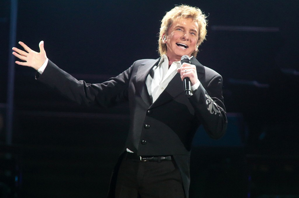 Barry Manilow performs at The Giant Center on March 17, 2016 in Hershey, Pa.