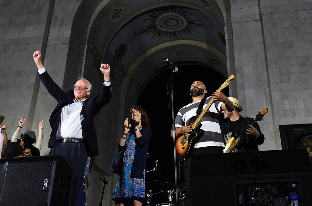 Bernie Sanders, Ozomatli