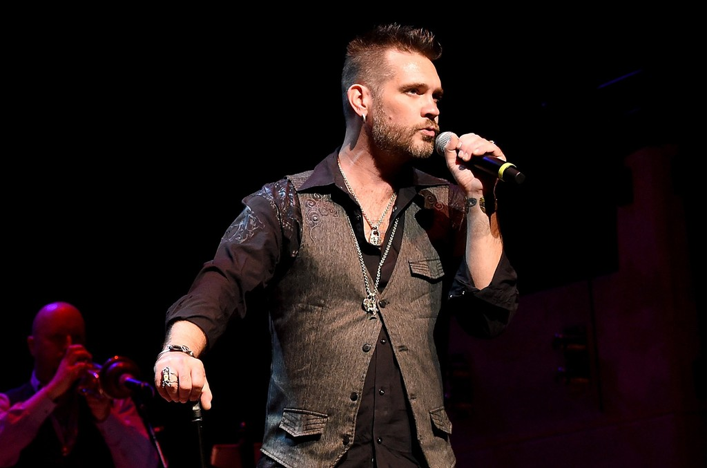 Bo Bice performs with Blood, Sweat and Tears during the Paradise Artists Party on Oct. 13, 2015 in Nashville.