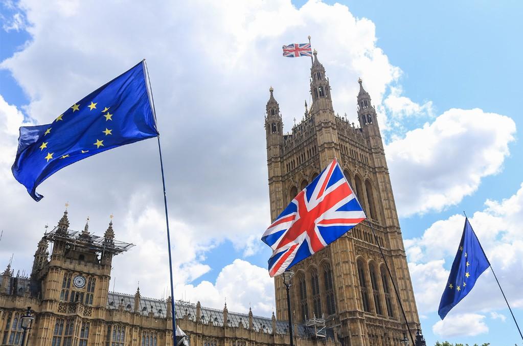 British-and-European-Union-Flags-billboard-1548
