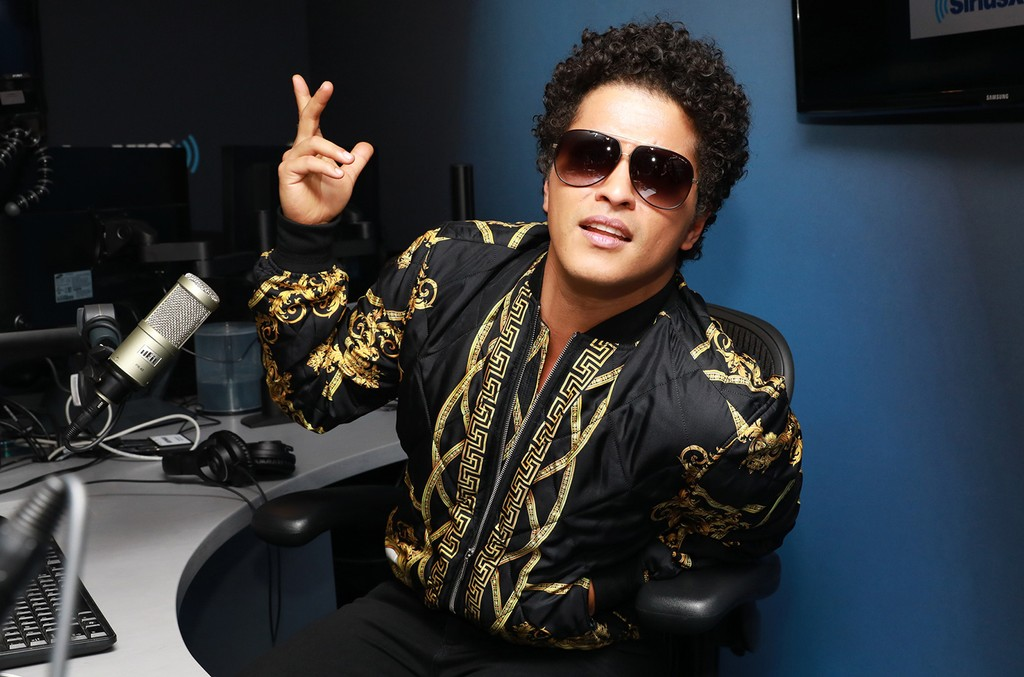 Bruno Mars stopped by the SiriusXM studios on Oct. 25, 2016.