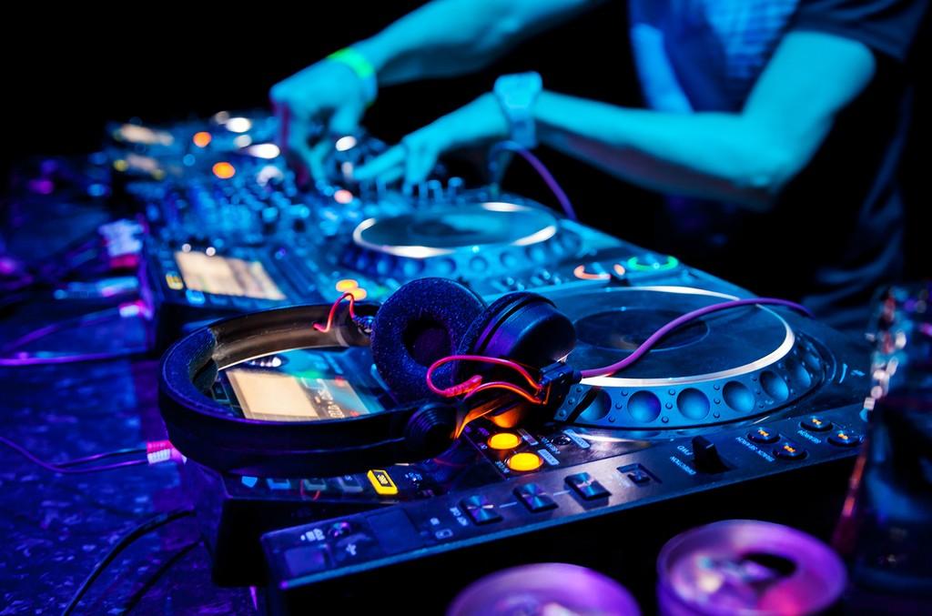 CD-DJ-2016-billboard-1548