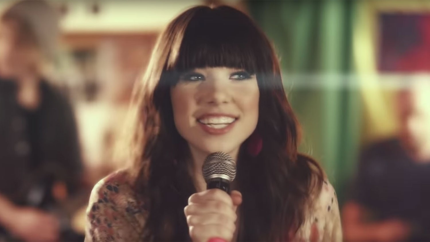 "Carly Rae Jepsen ""Call Me Maybe"""