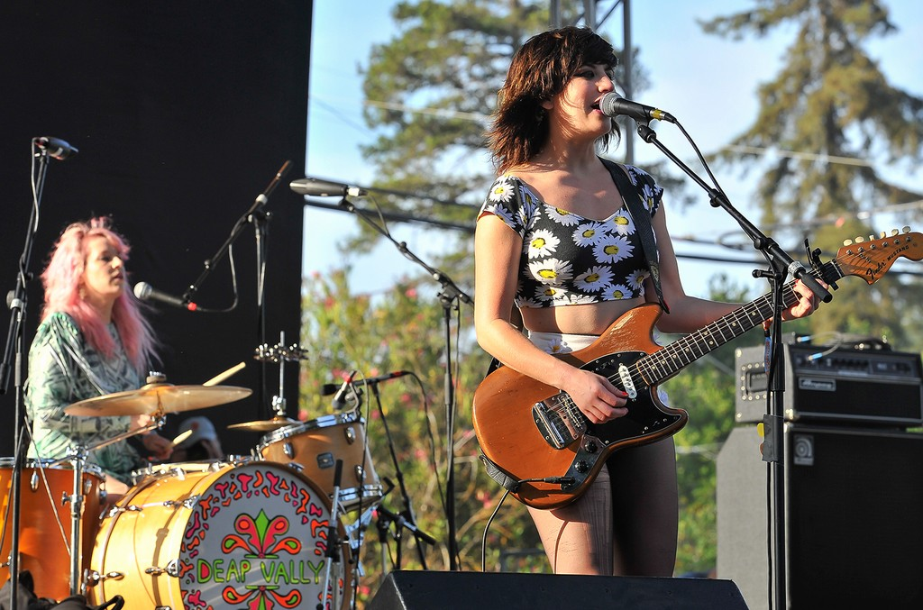 Lindsey Troy and Julie Edwards of Deap Vally