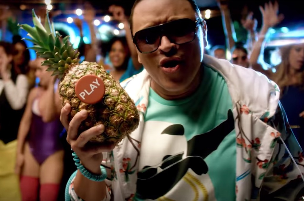 """Elvis Crespo in the video for """"Guayo"""""""