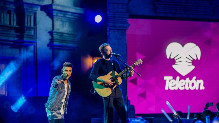 <p>Emmanuel Kelly and&nbsp&#x3B;Chris Martin perform onstage at the Teleton USA on March 24, 2018 in Los Angeles.</p>