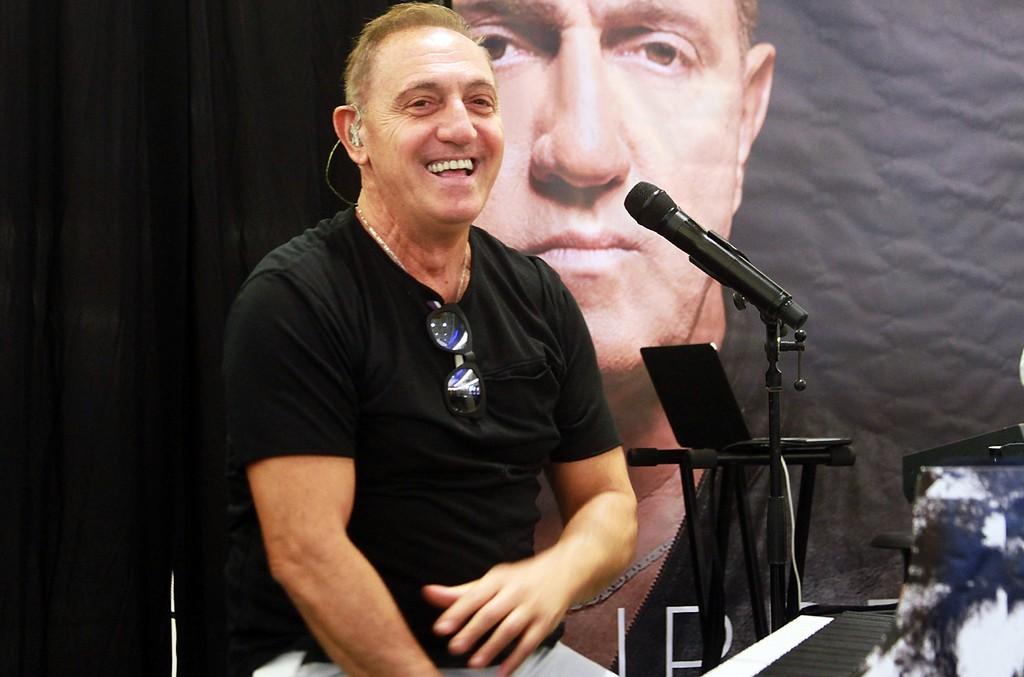 Franco de Vita performs in 2016