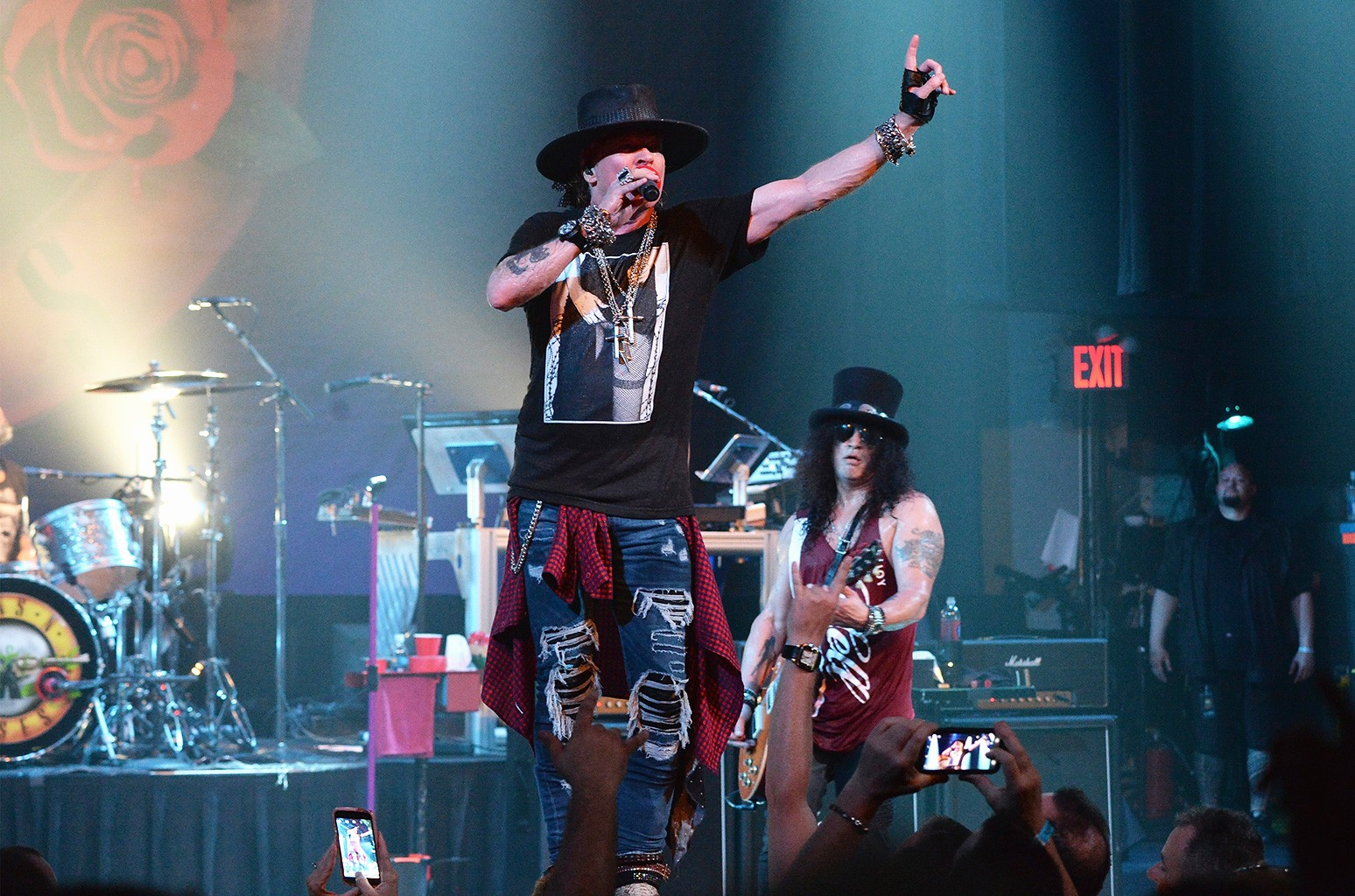 Axl Rose (L) and Slash of Guns N' Roses