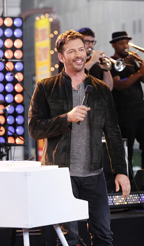 """Harry Connick Jr. performs live on """"Good Morning America"""""""