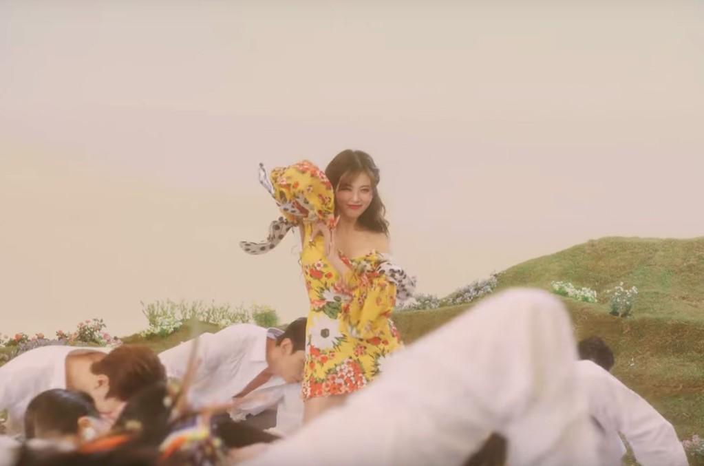 """HyunA """"Flower Shower"""""""