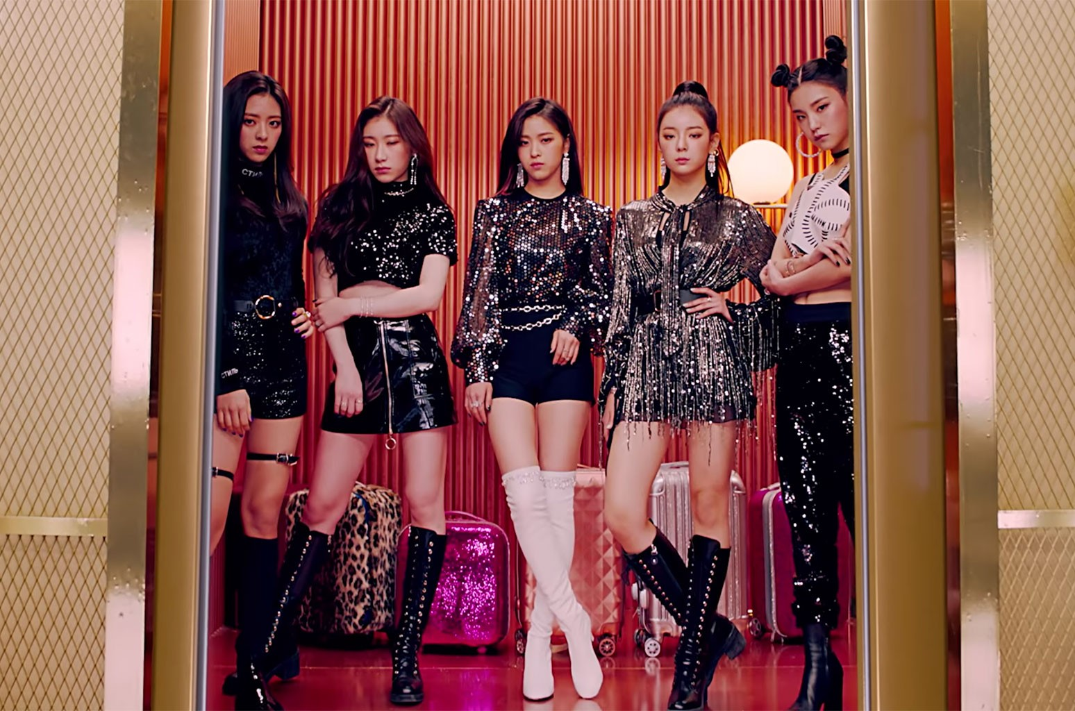JYP Entertainment's New Girl Group ITZY Debuts With 'Dalla Dalla': Watch | Billboard
