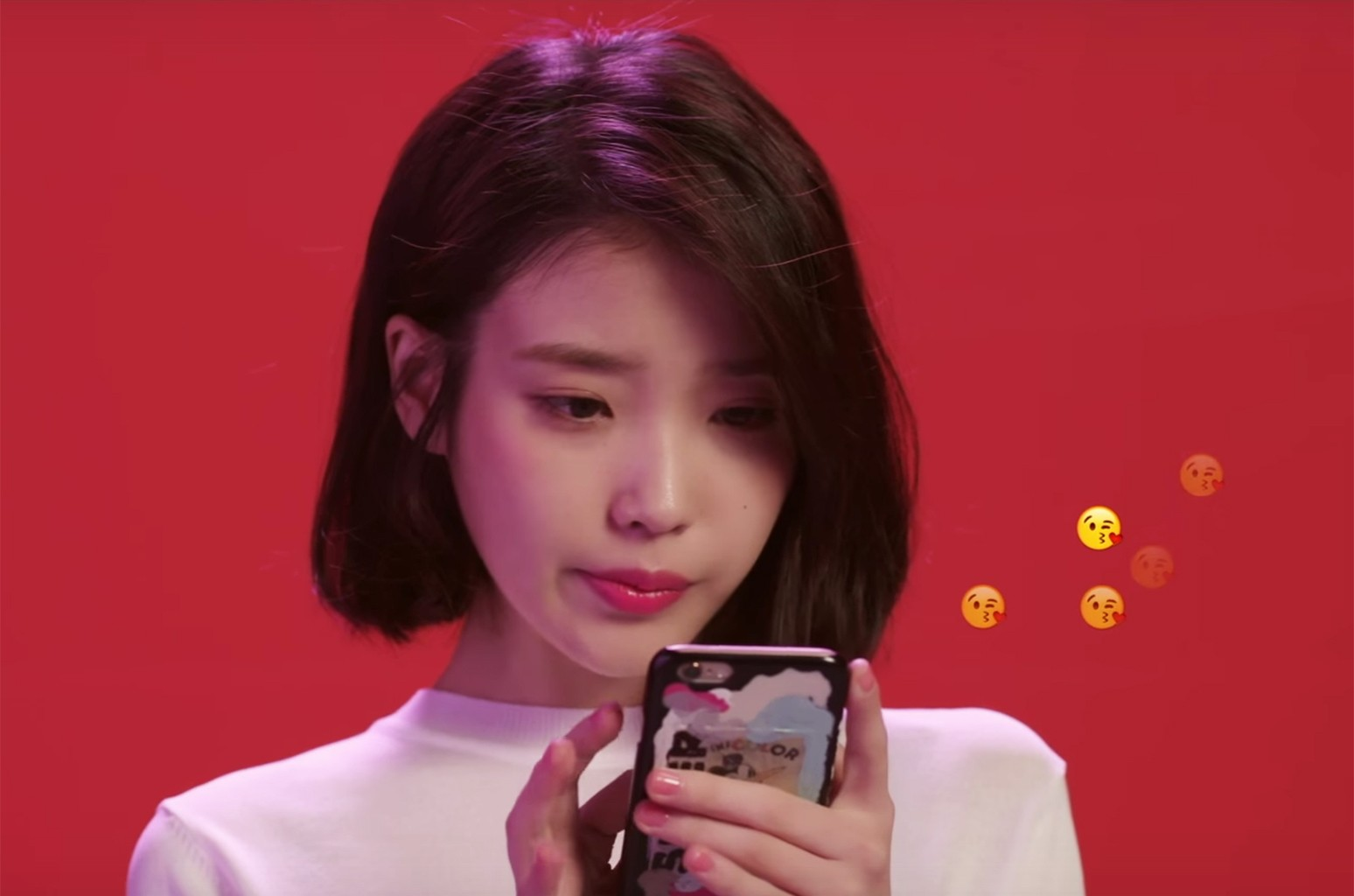 """IU in the video for """"Palatte."""""""