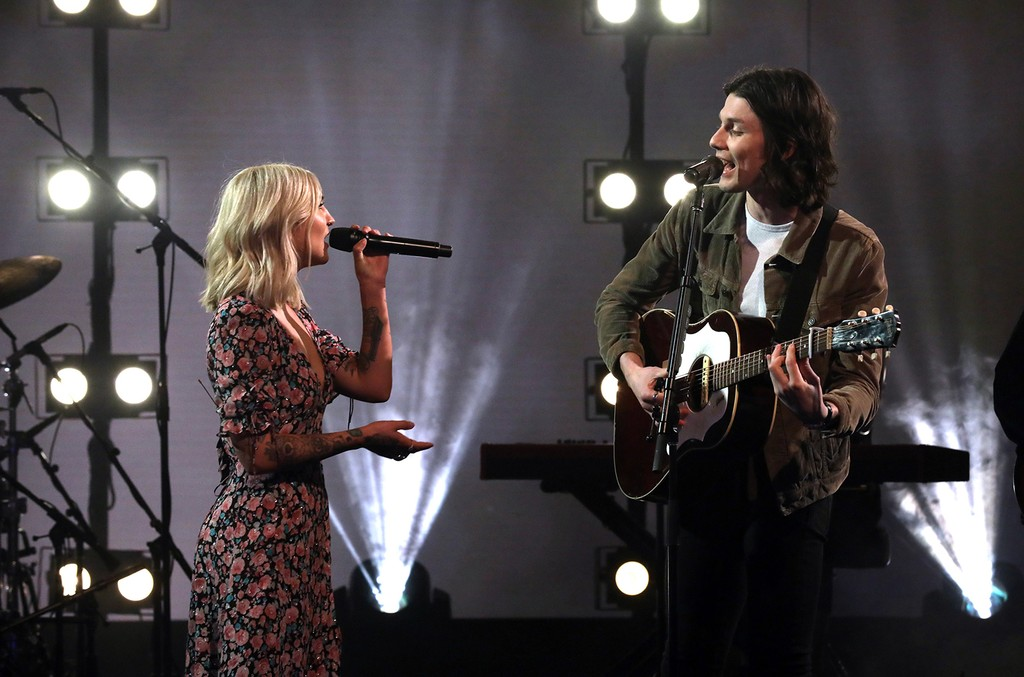 James Bay and Julia Michaels