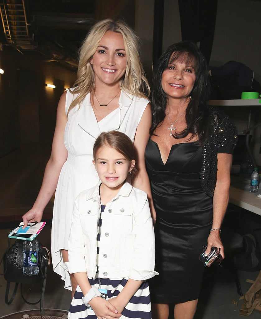 Jamie Lynn Spears, Maddie Briann Aldridge, and Lynne Spears at the 2016 Billboard Music Awards