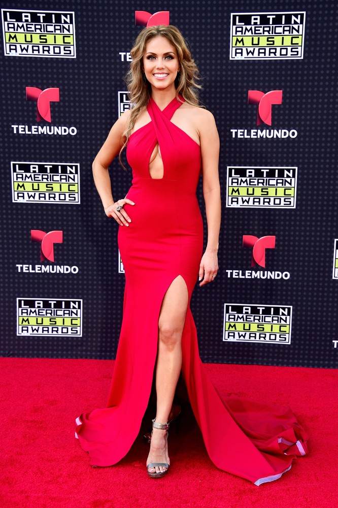 Jessica-Carrillo-red-carpet-Latin-American-Music-Awards-2015