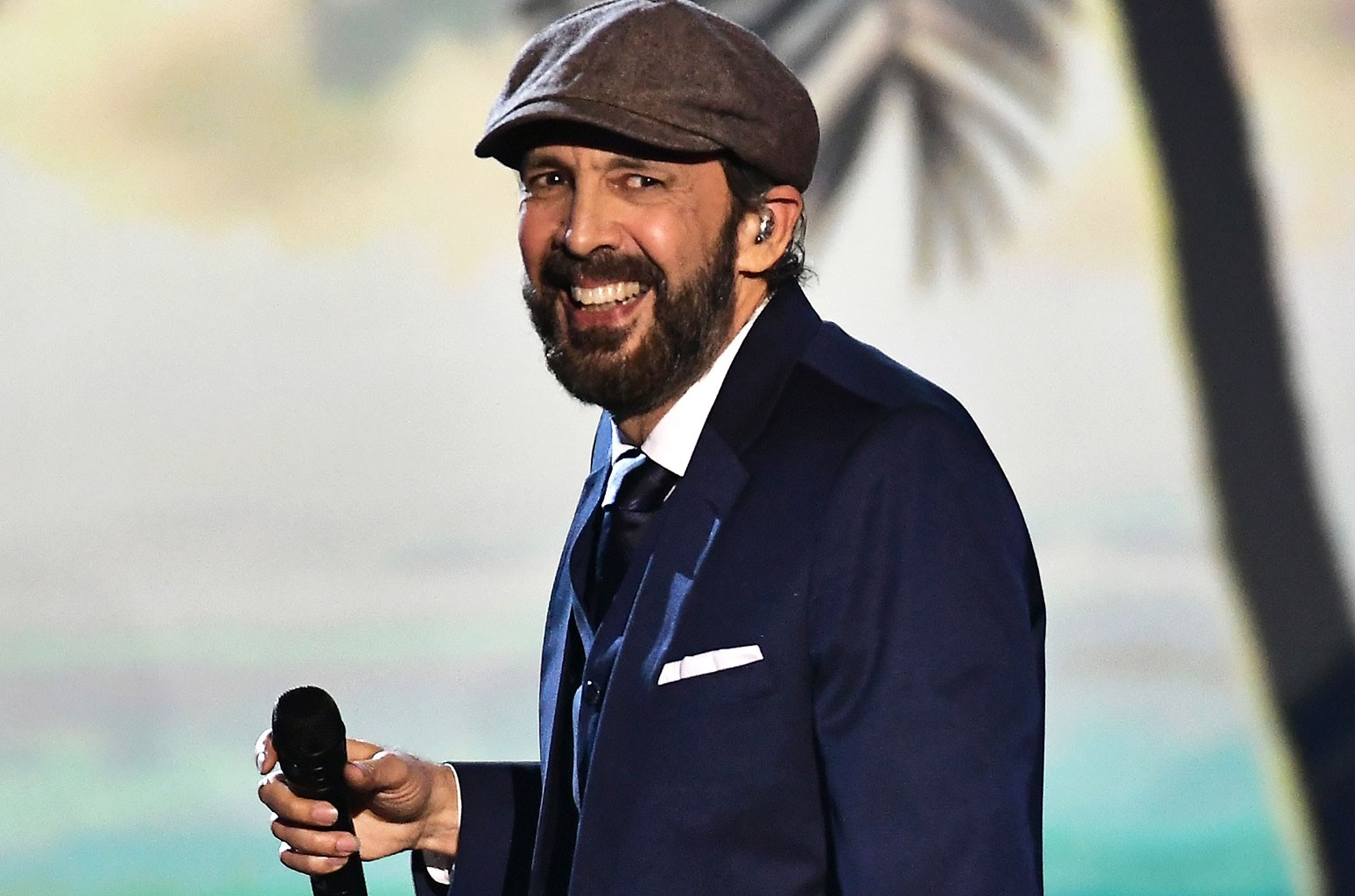 Den 63-år gammal 204 cm lång Juan Luis Guerra i 2021
