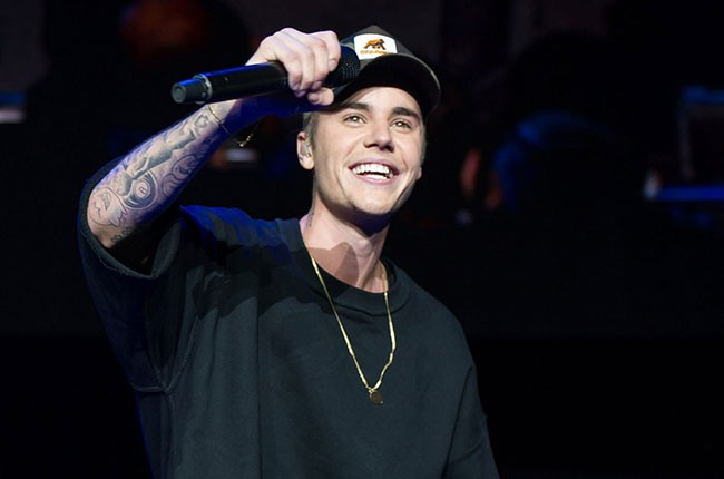 Justin Bieber performs during Power 96.1's Jingle Ball 2015