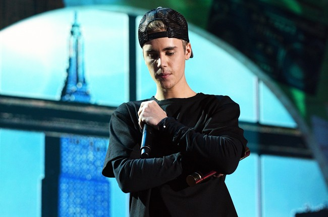 Justin Bieber moment of silence nickelodeon halo awards 2015
