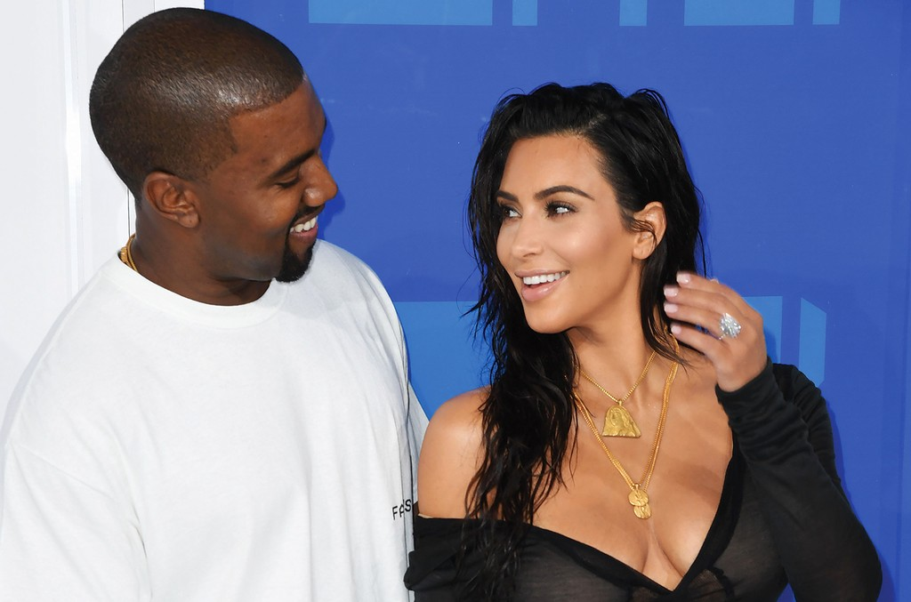 Kanye-West-and-Kim-Kardashian-MTV-VMAs-2016-billboard-1548
