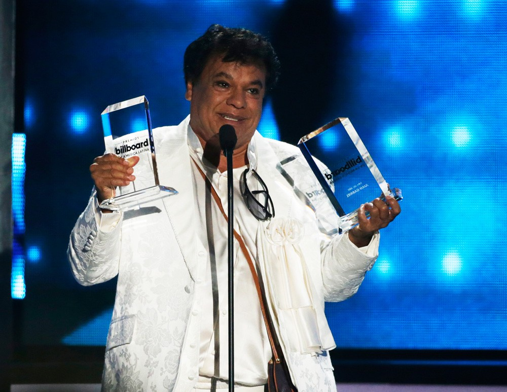 Juan Gabriel Accepts Latin Pop Album of the Year Award
