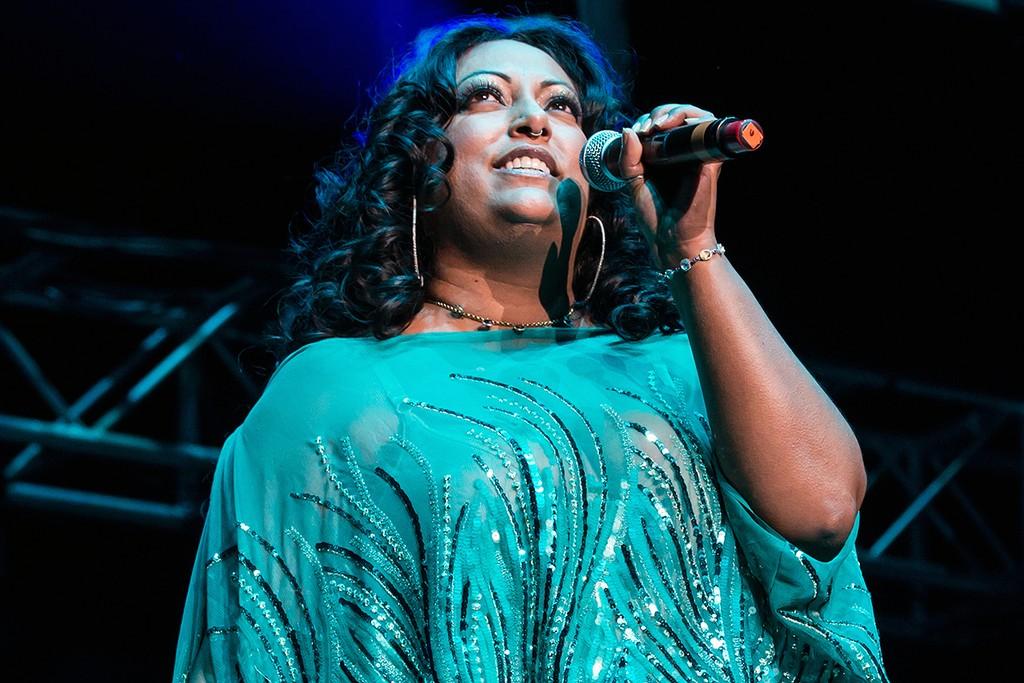 La India performs in 2015