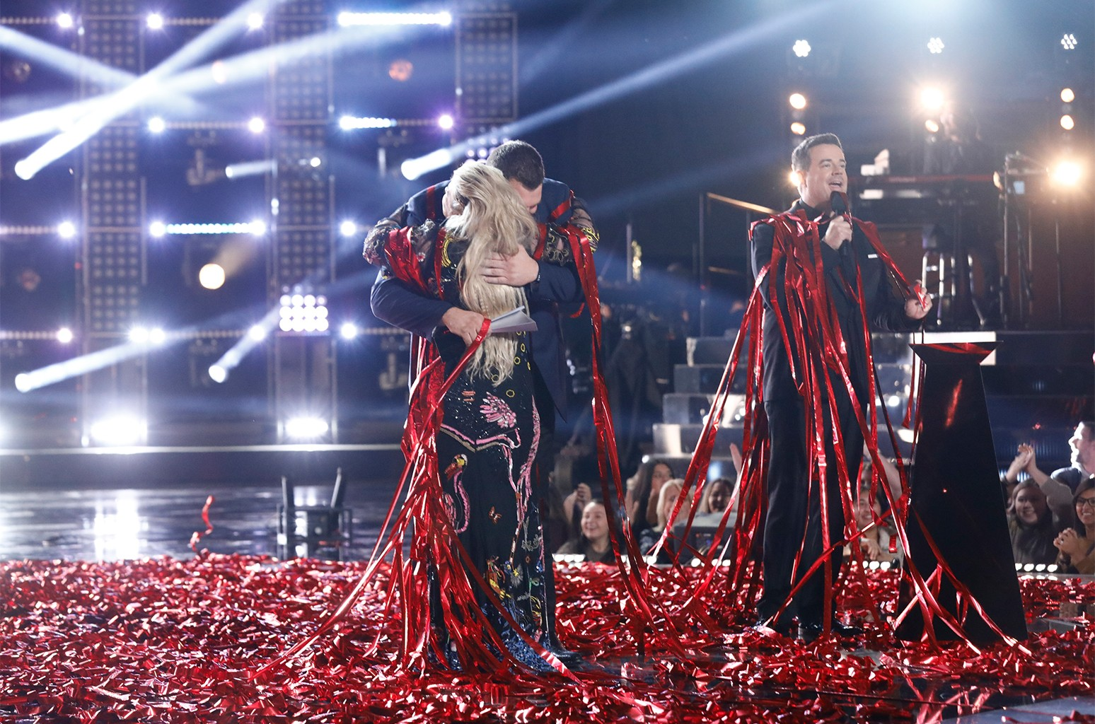 Kelly Clarkson, Jake Hoot and Carson Daly on The Voice.