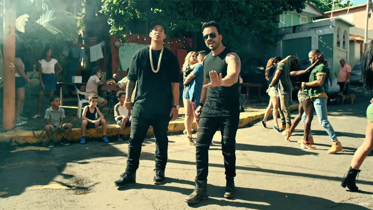 <p>Luis Fonsi &amp&#x3B; Daddy Yankee feat. Justin Bieber &quot&#x3B;Despacito&quot&#x3B;</p>