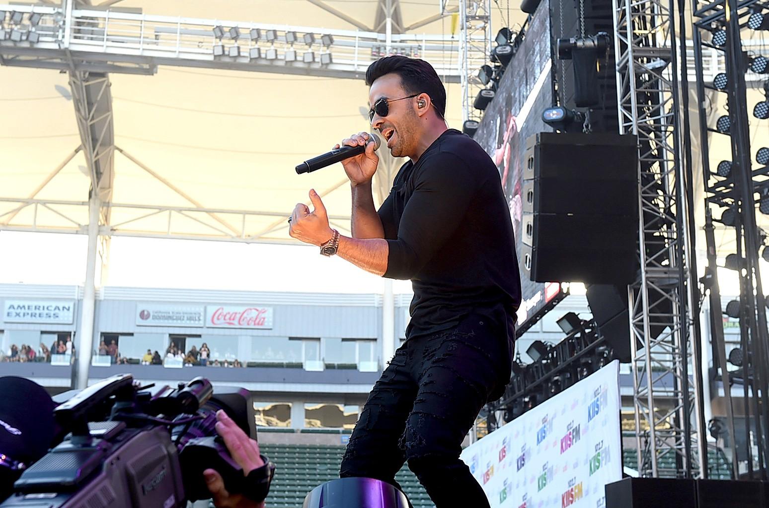 Luis Fonsi performs onstage during 102.7 KIIS FM's 2017 Wango Tango at StubHub Center on May 13, 2017 in Carson, Calif.