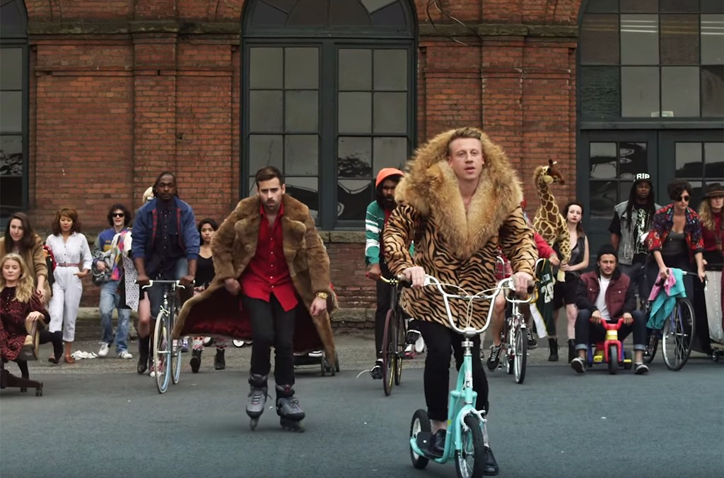 """Thrift Shop"" Macklemore & Ryan Lewis"