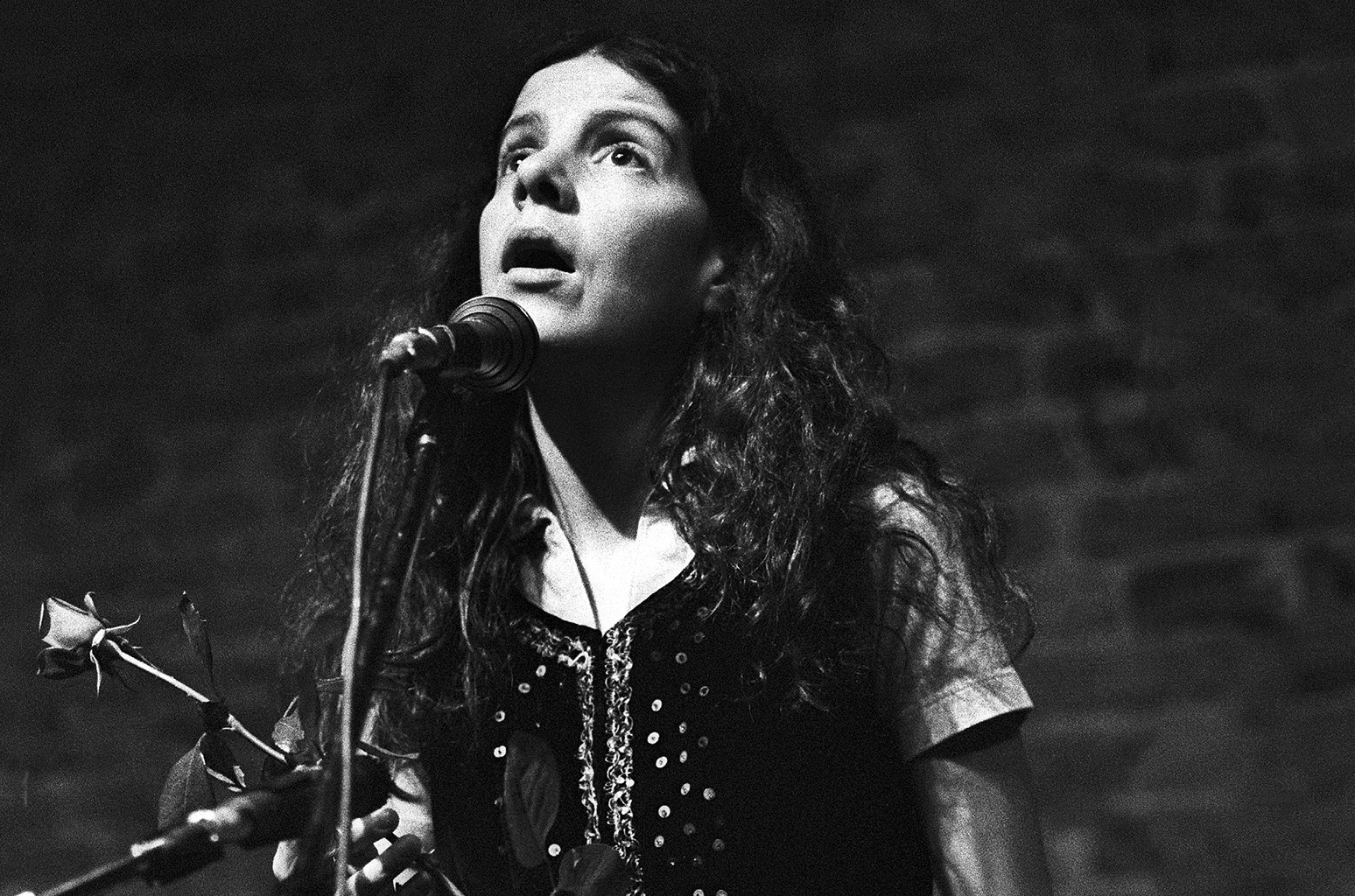Maggie Roche of The Roches performs on May 30, 1980.