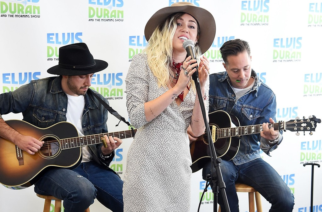 "Miley Cyrus perfroms on  ""The Elvis Duran Z100 Morning Show"" at Z100 Studio on May 16, 2017 in New York City."