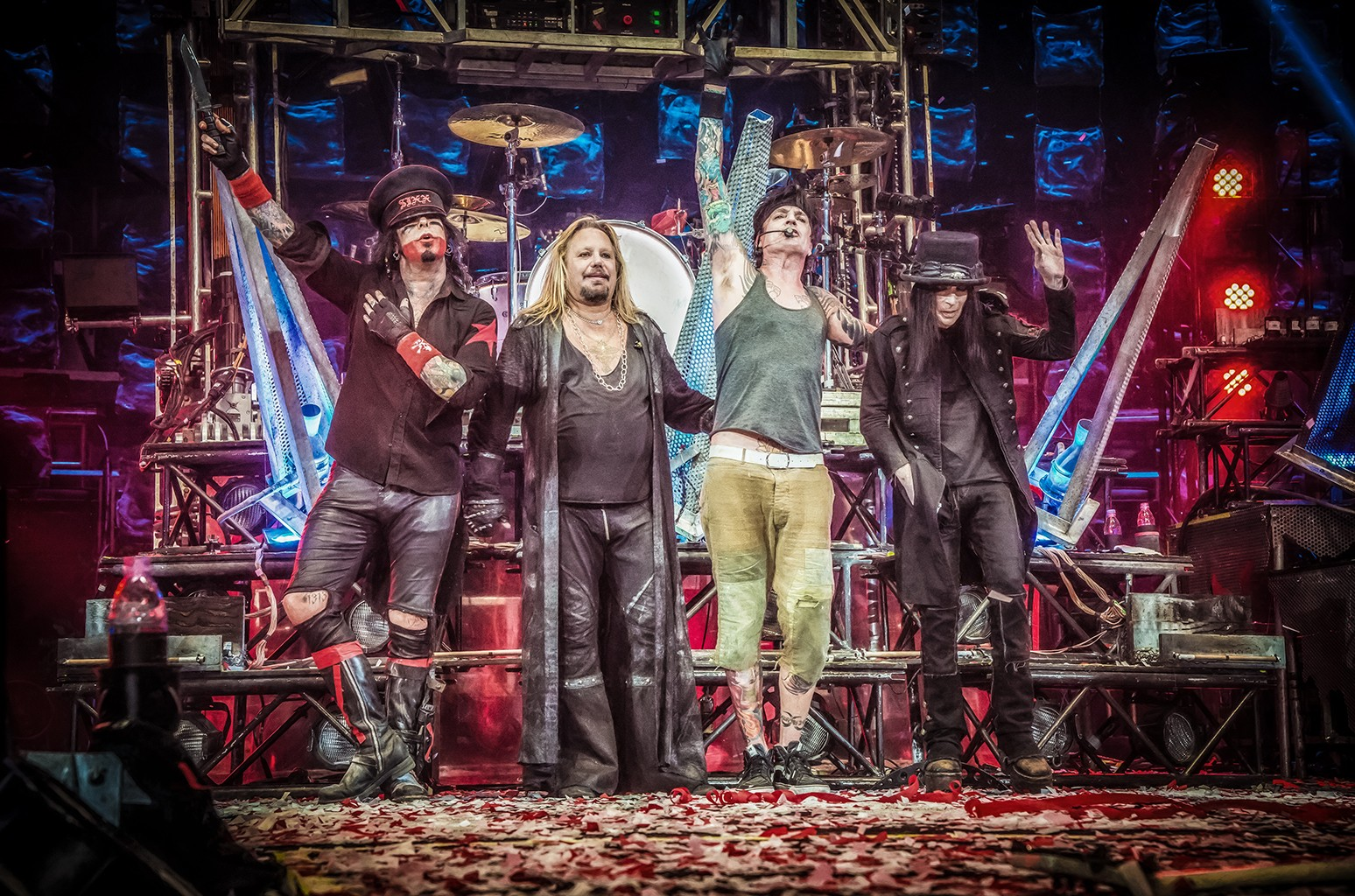 Mötley Crüe photographed in 2015
