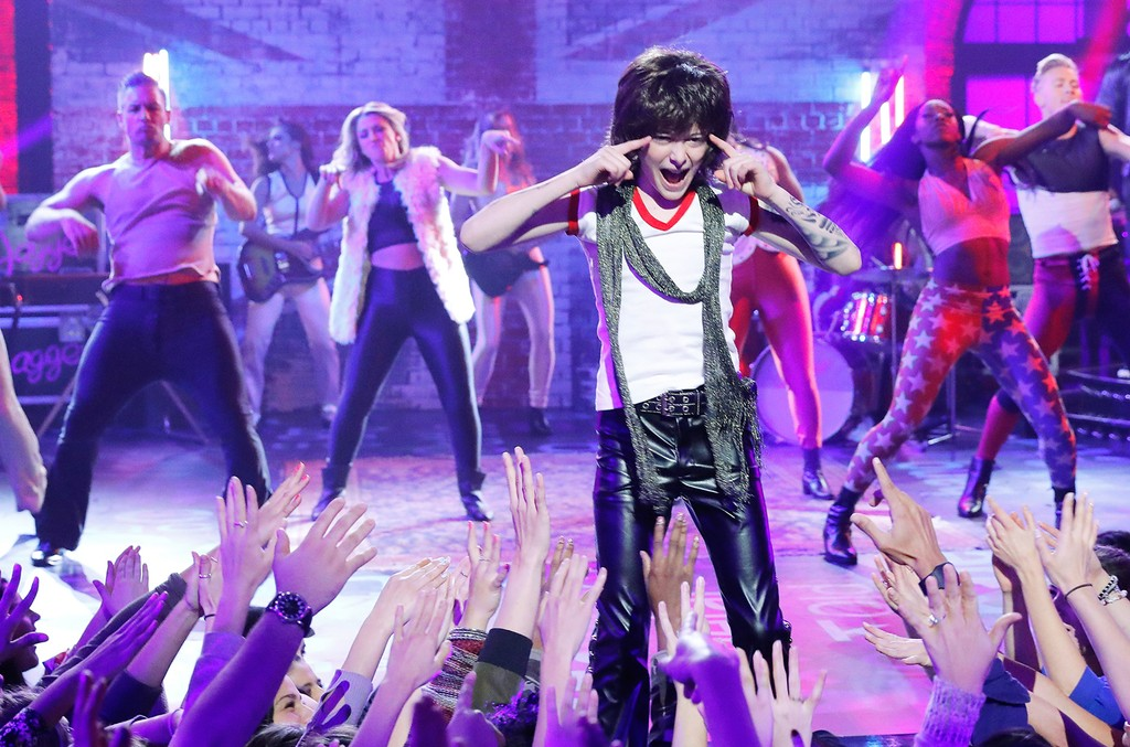 "Noah Schnapp performs ""Moves Like Jagger"" on Spike's 'Lip Sync Battle.'"