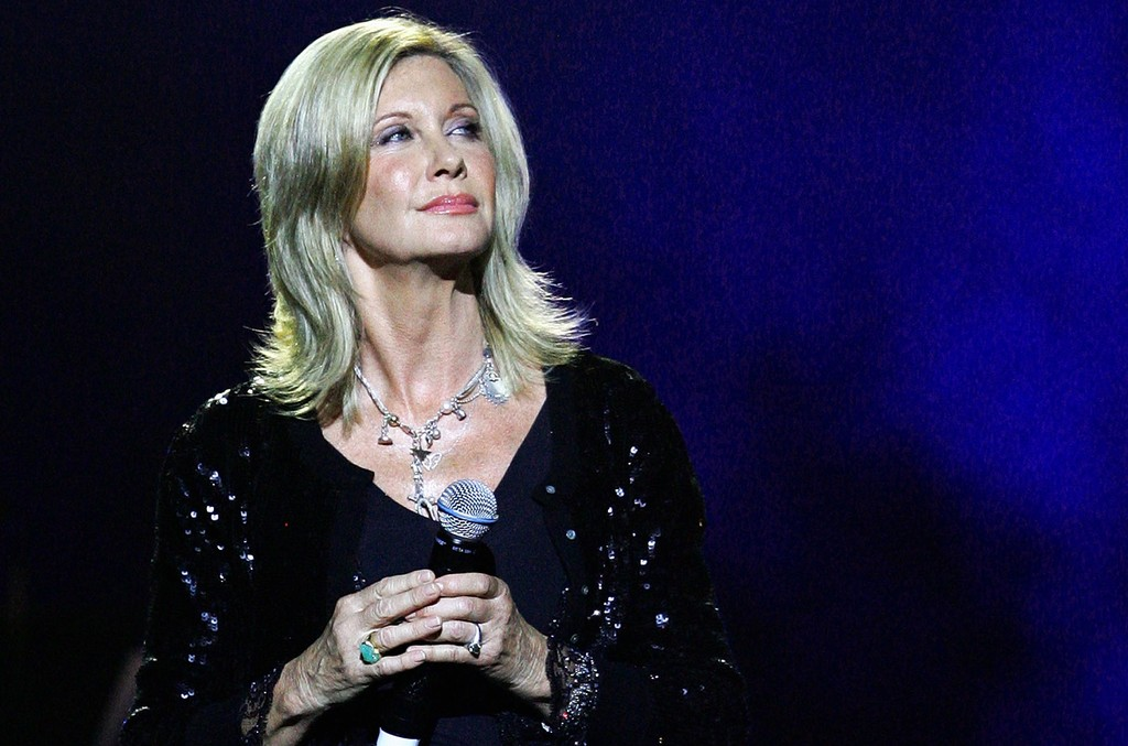 Olivia Newton John performs on stage during the Olivia Newton-John fundraising gala event at the State Theatre on September 30, 2009 in Sydney, Australia.