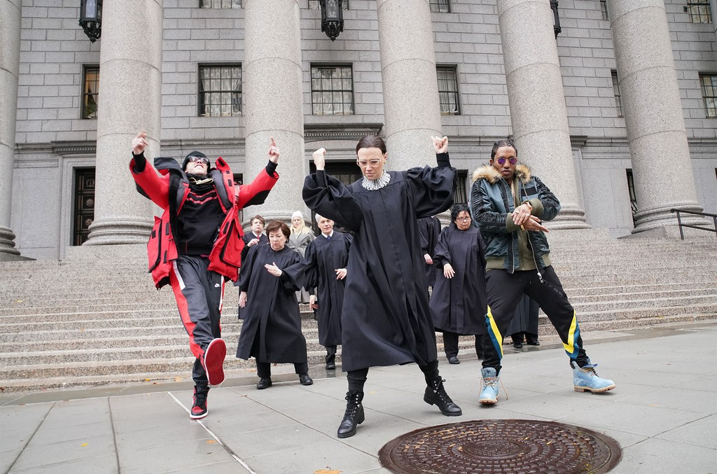 """Pete Davidson, Kate McKinnon as Ruth Bader Ginsburg, and Chris Redd during the """"Courtroom Rap"""" sketch on Nov. 17, 2018."""