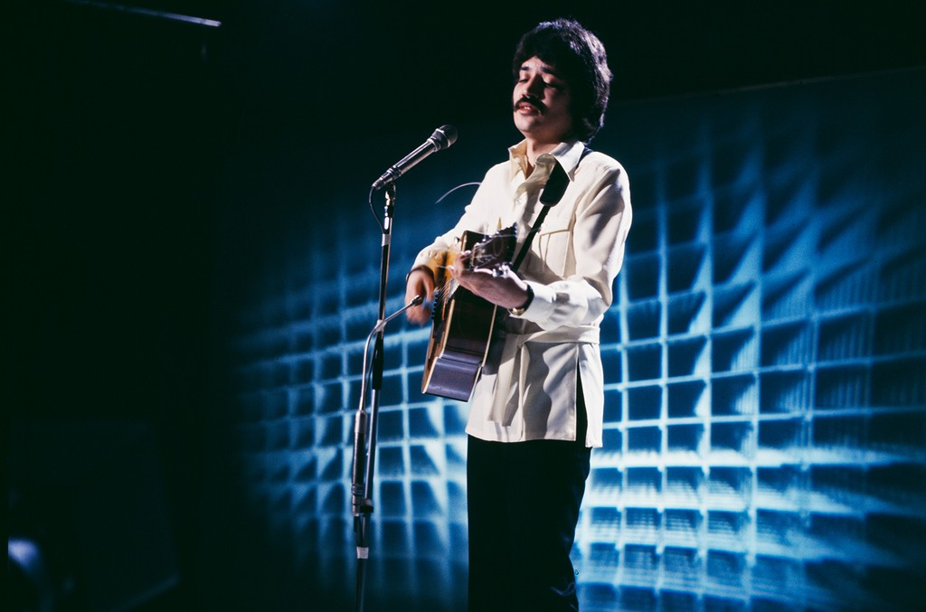 Peter Sarstedt performing on the BBC TV show 'Top Of The Pops', London on Feb. 13, 1968.