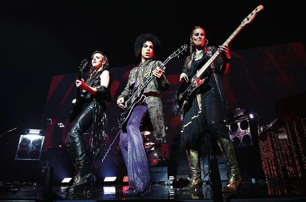 Prince performs onstage with 3RDEYEGIRL
