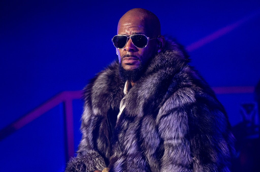 R. Kelly performs in concert during the '12 Nights Of Christmas' tour at Kings Theatre on Dec. 17, 2016 in New York City.