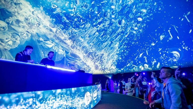 See Rufus Du Sol S Immersive Underwater Video At Coachella S Hp
