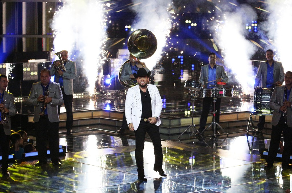 Roberto Tapia performs onstage during the season finale of La Voz Kids.