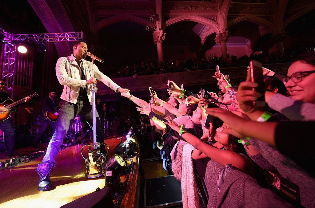 Romeo Santos performs onstage during TIDAL X Sprint presents Romeo Santos NYC Pop-Up Concert at the Morris Academy Auditorium on Feb. 17, 2017 in New York City.  (Photo by Michael Loccisano/Getty Images for Tidal)