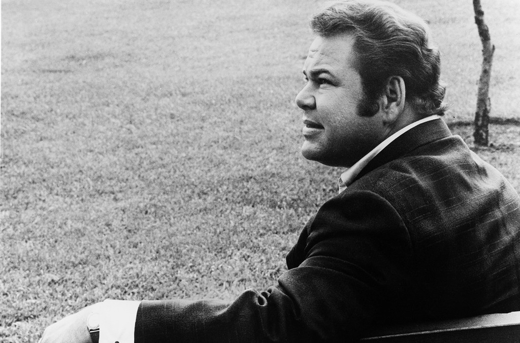 Roy Clark poses for a portrait in 1967.