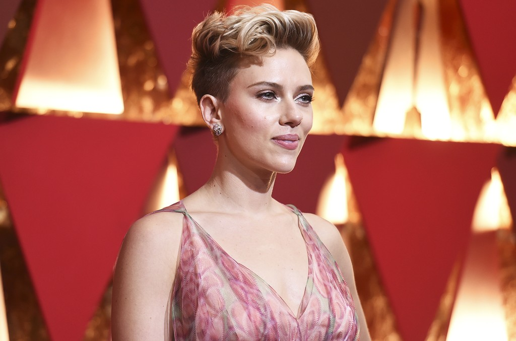 Scarlett Johansson arrives at the Oscars on Feb. 26, 2017, at the Dolby Theatre in Los Angeles.