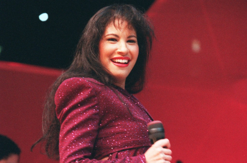Selena performs in 1995