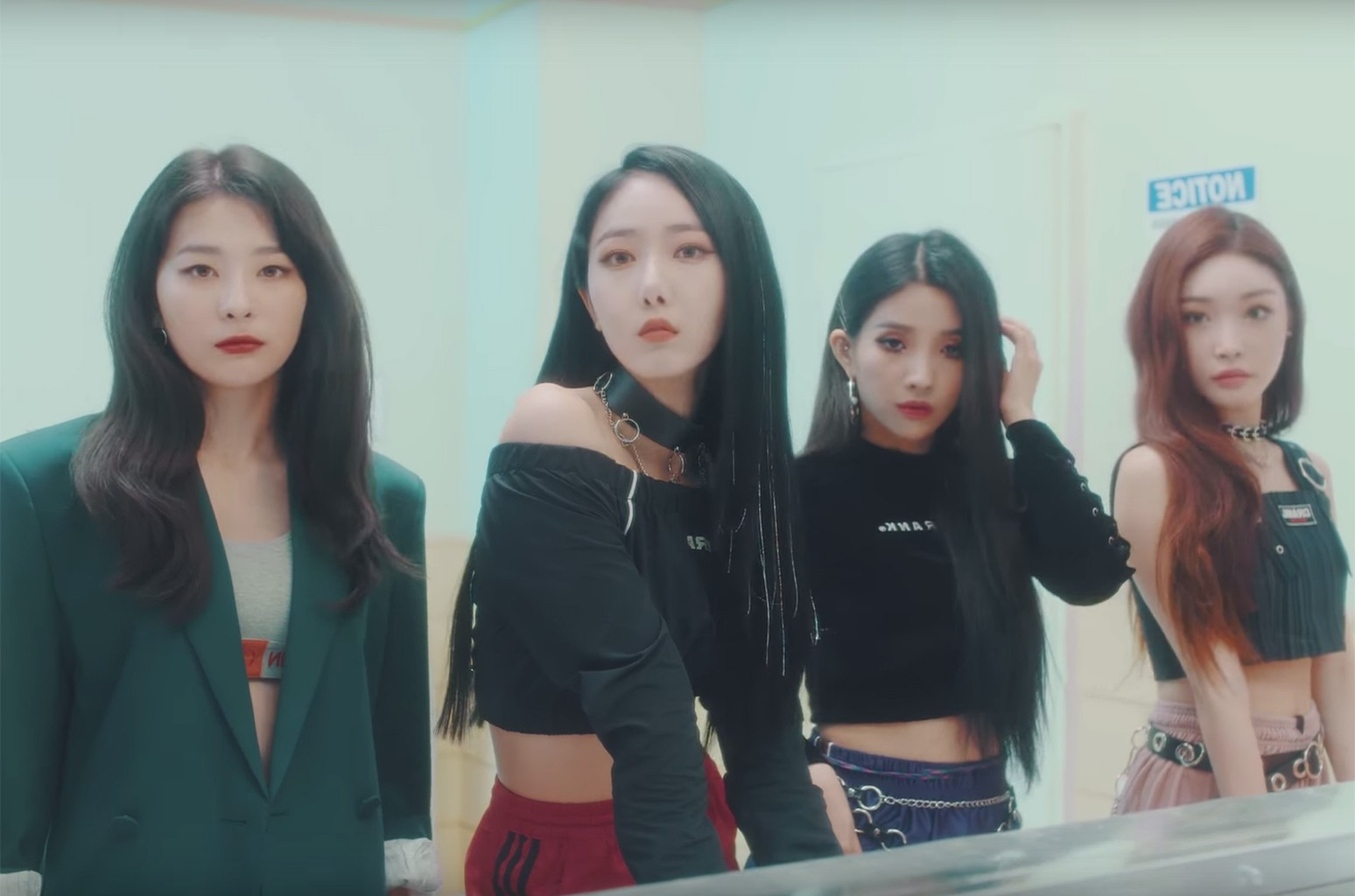 "Seulgi, Chungha, Sinbi, Soyeon ""Wow Thing"""