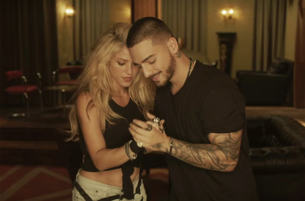 "Shakira and Maluma in the video for ""Chantaje."""
