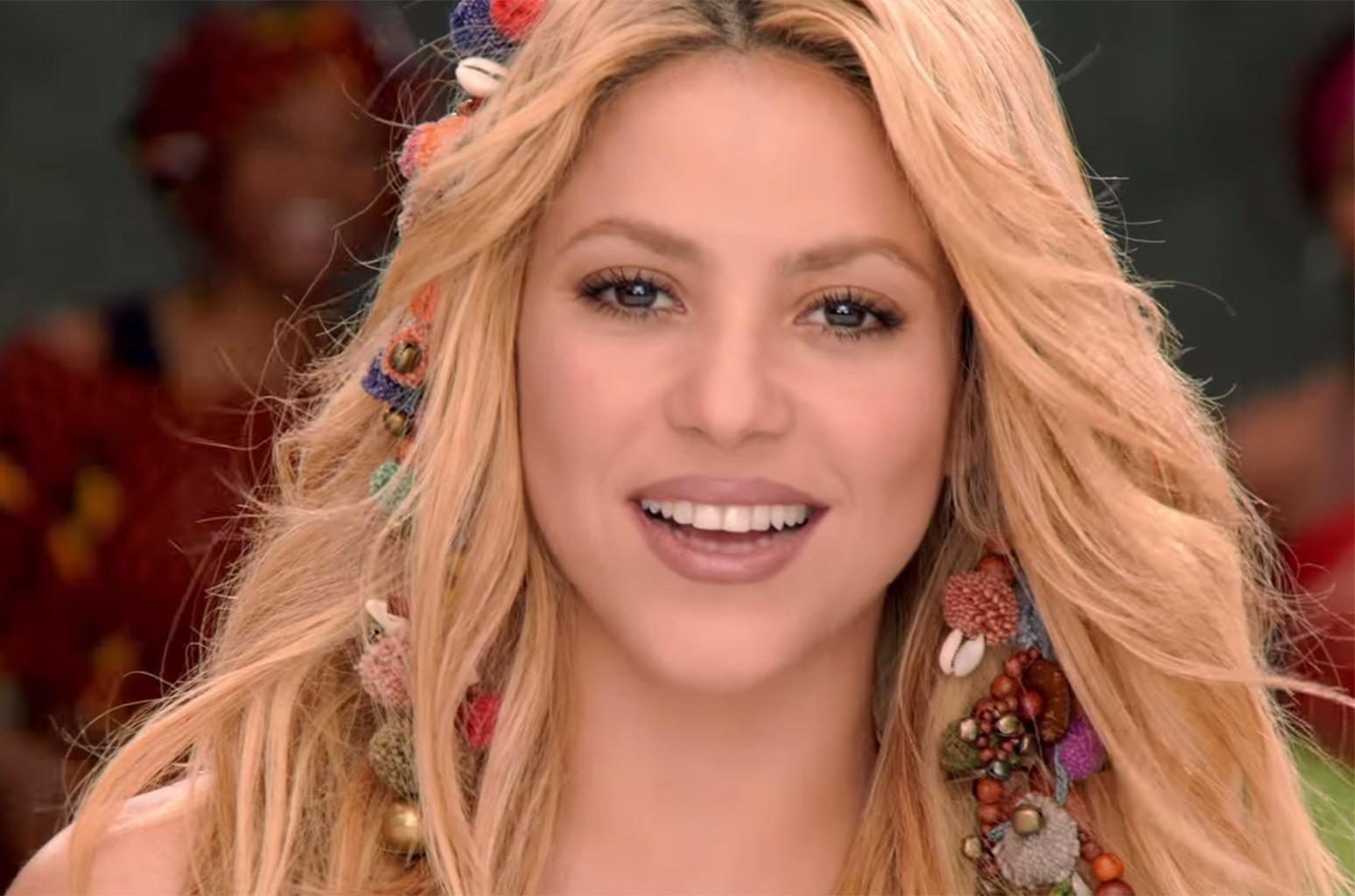 """Shakira """"Waka Waka"""""""