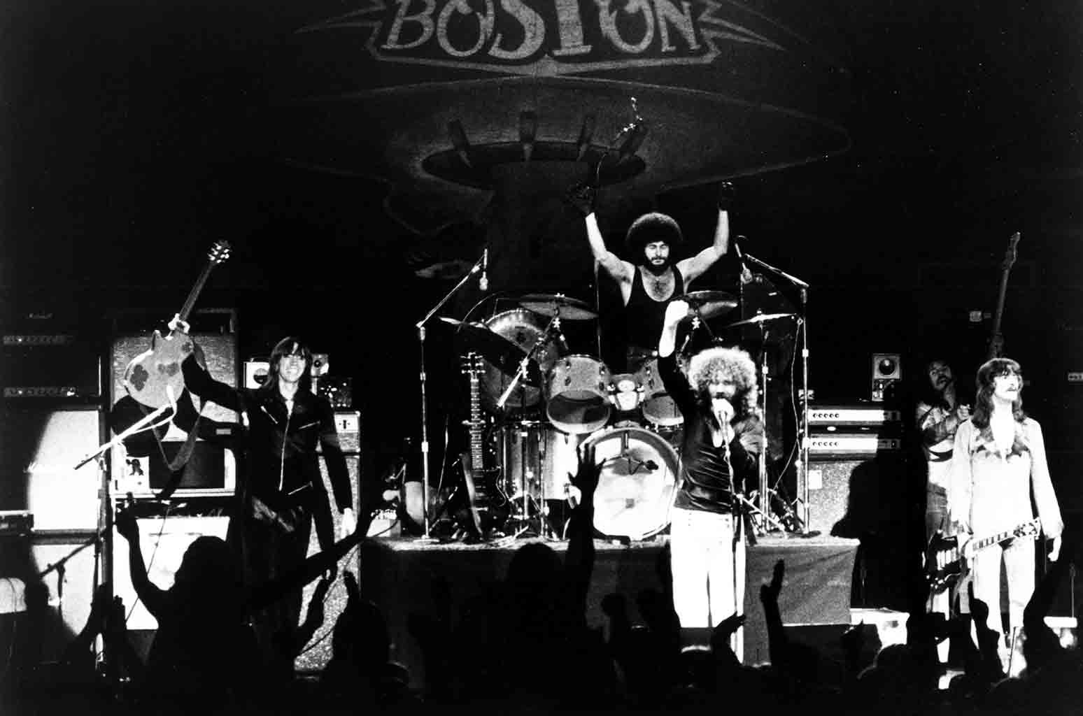 """Tom Scholz, Sib Hashian, Brad Delp, Barry Goudreau and Fran Sheehan of the rock group """"Boston"""" perform onstage in circa 1978."""